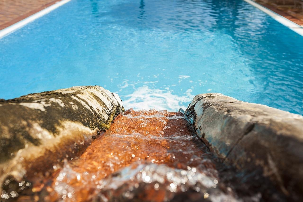 Acqua piscina termale